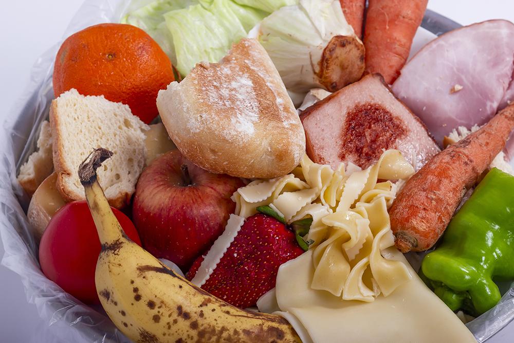 La lotta allo spreco alimentare comincia nella cucina di casa con la creatività dei bambini
